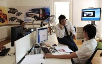 90 de tineri in practica la Renault Romania