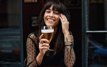 Conversatii la o bere