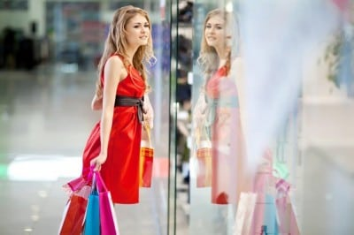 Mall-urile bat comertul stradal