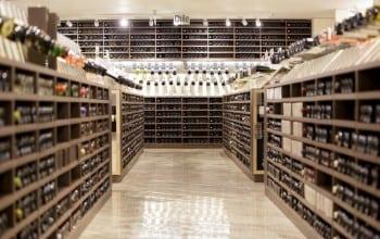 Galerie de vinuri in Mega Image
