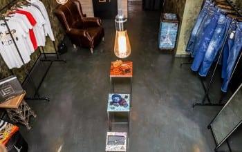 Doi romani investesc 80.000 de euro in magazinul DressLikeHell