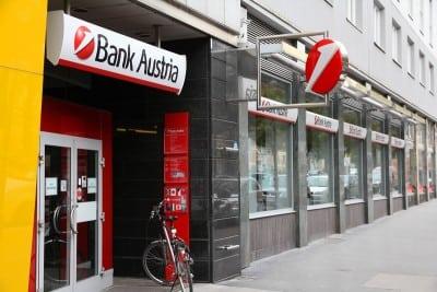 Ion Tiriac isi vinde participatia in UniCredit Tiriac Bank