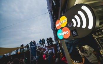 Festivalurile tin pasul cu tehnologia contacless