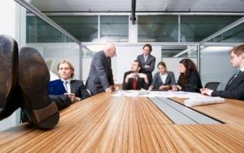 Manageri vs. subalterni. Cine poarta vina demotivarii?