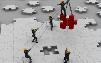 Cat investesc companiile in programe de team building?