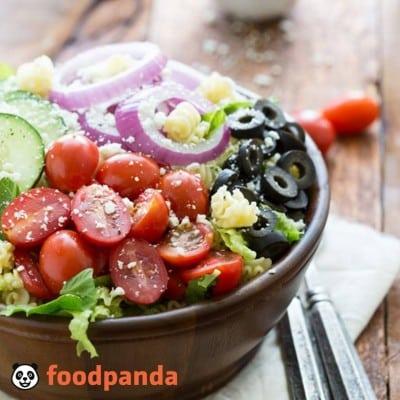 Romanii dau ceafa de porc pe salata