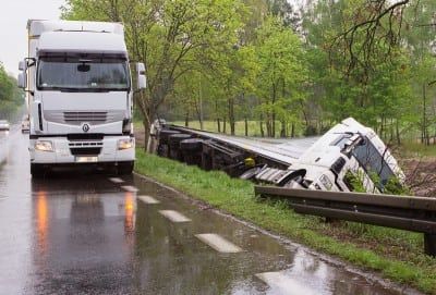 1 din 6 camioane produce in fiecare an un accident