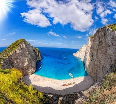 Insulele grecești au atras cei mai mulți români în vara 2016