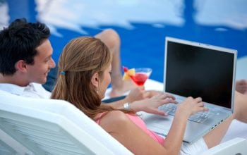 Studiu Starcom MediaVest Group: consumul de internet pe timpul verii