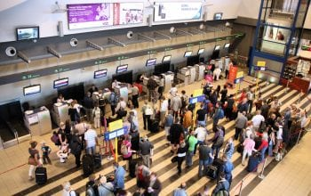 Călătorii cu avionul au nevoie de răbdare în bagaj