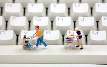 Cumpărăturile online, între calculator și telefon