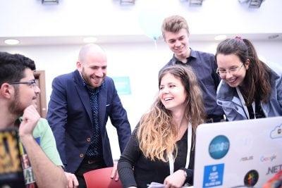 Antreprenorii noii generații se antrenează la hackathon