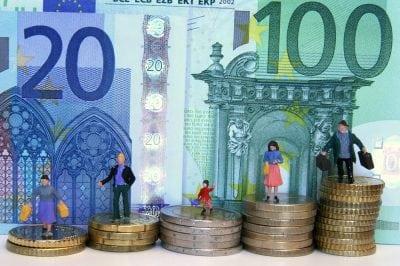 Câți bani au românii în bănci