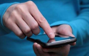 Mai mult de jumătate dintre români dețin un smartphone