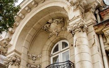 Cât costă un palat interbelic în București?