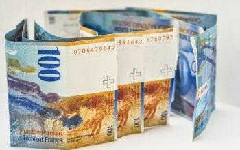 Câți români mai au credite în franci elvețieni?