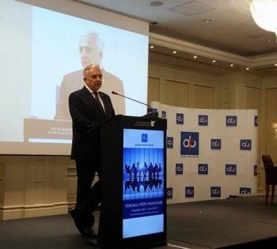 Isărescu, către bănci: reporniţi creditarea!