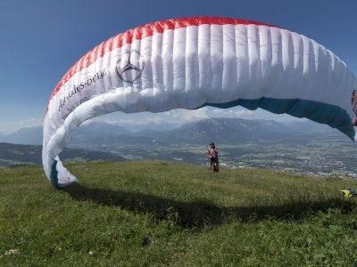 Parapantistul Toma Coconea pornește în cucerirea Munților Alpi