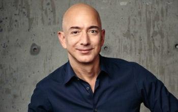 Bezos vinde tot și pleacă în spațiu