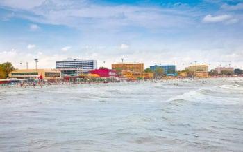 Românii și mirajul super-ofertelor turistice