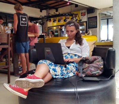Nomazi digitali și antreprenori fără birou