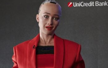 Robotul Sophia are card de credit de la UniCredit