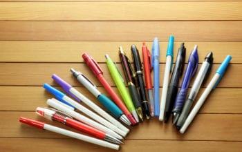 Care sunt obiceiurile de scris ale românilor și ce branduri folosesc?