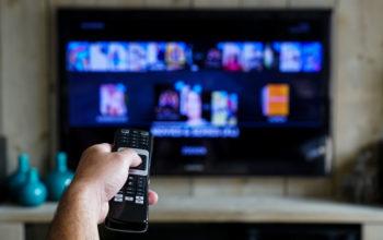 Studiu: românii, în continuare mari amatori de TV